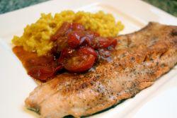 Saiblingsfilet mit Safranrisotto und geschmolzenen Tomaten